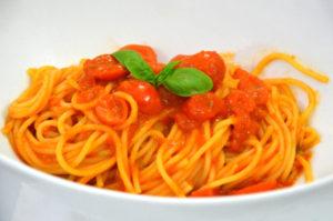 spaghetti-al-pomodoro-fresco-e-basilico